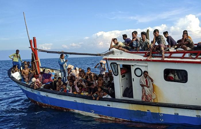 Pengungsi Rohingya di Aceh, Warga Patungan Beri Makan 94 Pengungsi