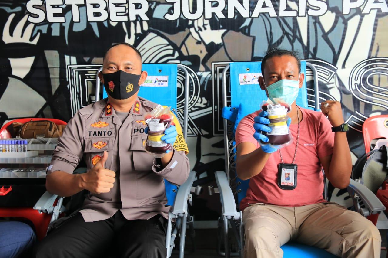 Donor Darah Massal Aksi Peduli Bersama Wartawan, Kapolres Lhokseumawe Ikut Sumbang Darah