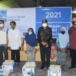 Bupati Djohan Serahkan Paket Ramadhan Islamic Relief di Desa Gumantar