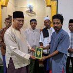 Karang Taruna Kelurahan Melakukan Penyerahan Al-Qur'an Dan Iqro' Untuk Setiap TPQ Di Kelurahan Dara