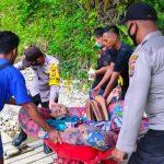 Pak Sarung (80) Warga Desa Pante Kera Dievakuasi Oleh Polri.