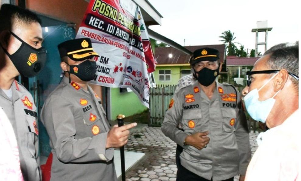 Vaksinator Dinkes Dan Polres Aceh Timur Lakukan Vaksinasi COVID-19 Tahap Pertama Bagi Lansia
