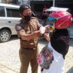 Polres Aceh Timur Bagi Masker Secara Gratis Kepada Masyarakat