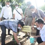 Bupati Lombok Utara Tanam Pohon dan Lepas Bibit Ikan di Desa Samaguna