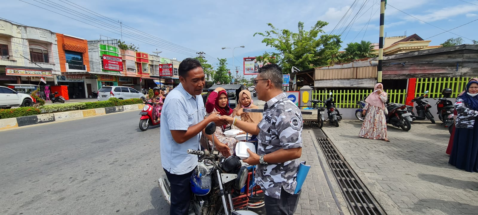 Charity On Blessing Friday, Langsa City BAPERA Distributes Hundreds of Boxed Rice Packages for Residents and Orphanages